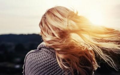 Hřeben, který vlasy jen hladí…